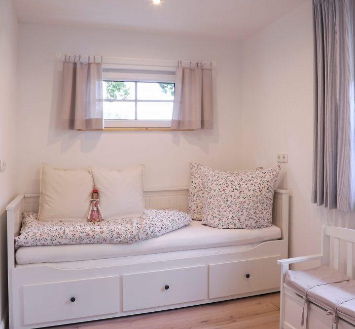 Kinderzimmer mit ausziehbarem Bett
